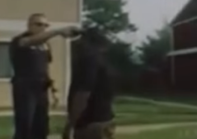 Maryland cop holds gun to man's head after minor traffic stop