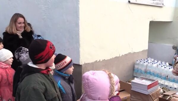 Russia: EMERCOM delivers water and Christmas gifts to Crimean kids - Sputnik International