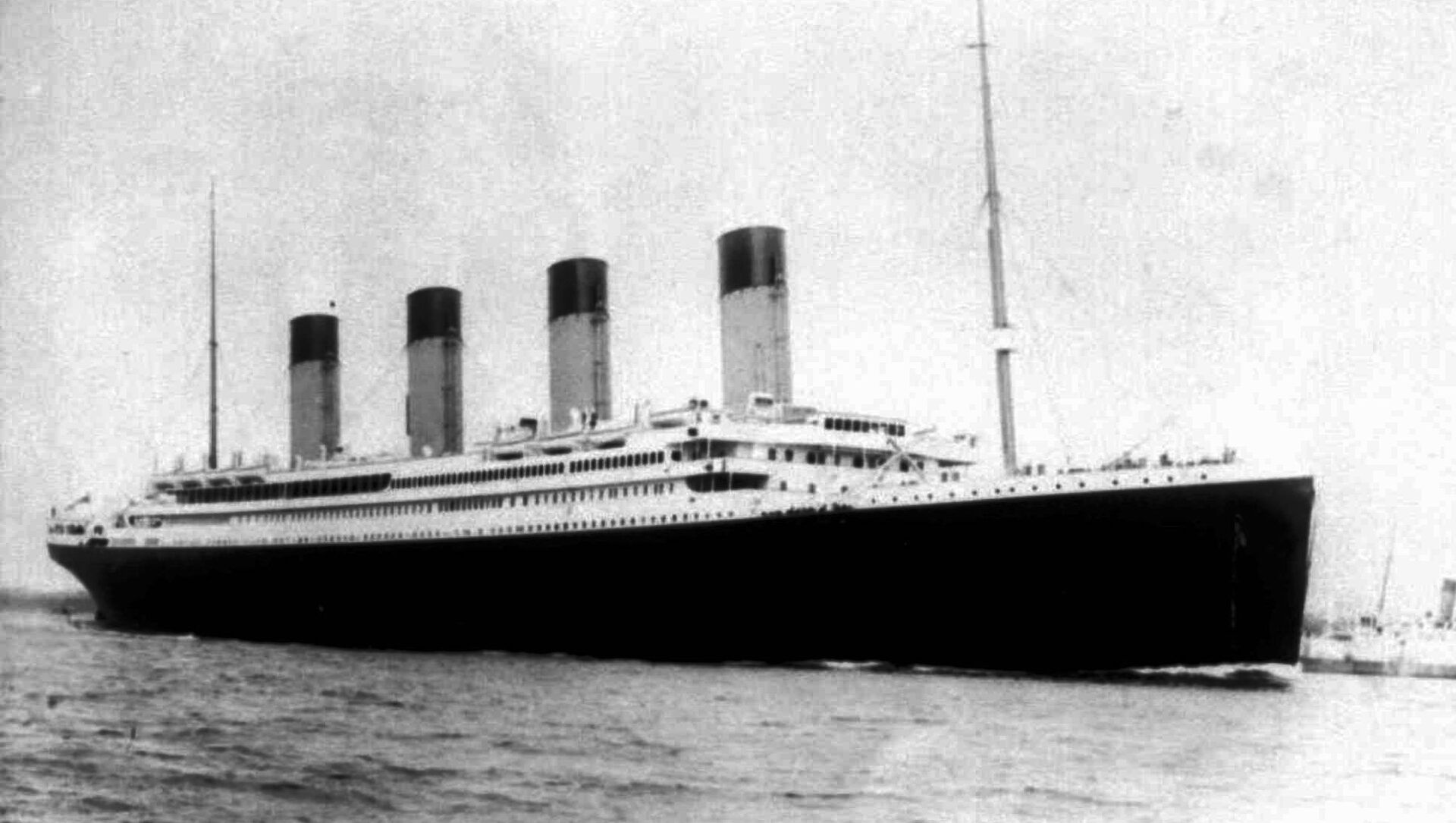Undated file photo of the doomed S.S. Titanic. Salvage operators hope to raise a large chunk of the British liner, which sunk on its maiden voyage 84 years ago, when it struck an iceberg in the north Atlantic. More than 1,500 people died in the icy waters of the Atlantic when the Titanic sank.  - Sputnik International, 1920, 05.08.2021