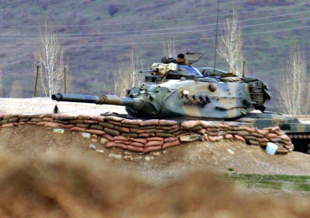 Turkish Army tank stands ready near the village of Bamarni, 30km deep inside northern Iraq (File)