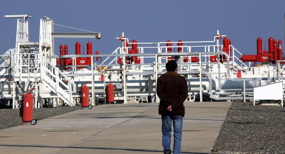 A workers walks towards an installation at the Blue Stream gas pipeline in Samsun, northern Turkey, 16 November 2005