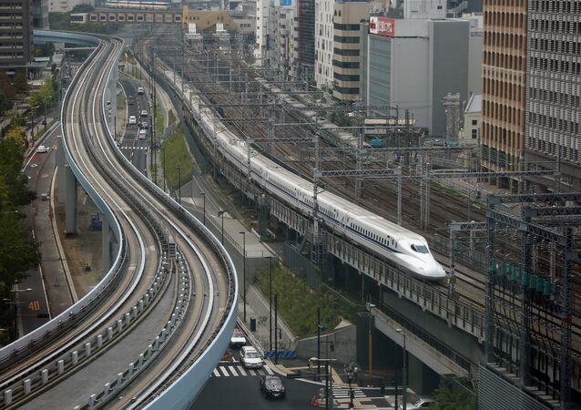 Shinkansen bullet train heads for Tokyo Station on the Tokaido Main Line in Tokyo