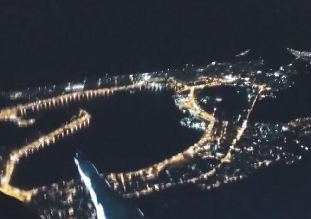 Brazil: Don't look down! Russian and Ukrainian climb Rio's Christ the Redeemer
