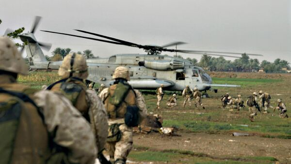 US Marines are picked up by a helicopter after conducting a cordon and knock in al-Qaim, near the Syria border, western Iraq (File) - Sputnik International