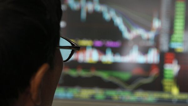 A man examines stock update on a display at a stock brokerage in Beijing, China, Monday, Oct. 6, 2008 - Sputnik International