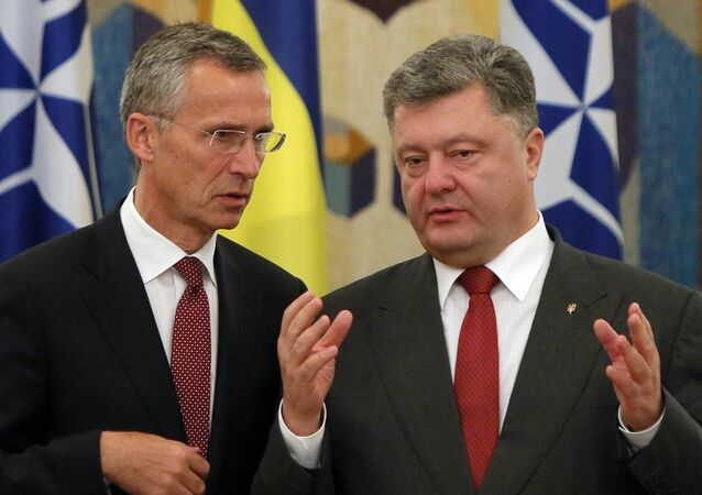 NATO Secretary General Jens Stoltenberg, left, and Ukrainian President Petro Poroshenko talk before the meeting with he media in Kiev, Ukraine (file)