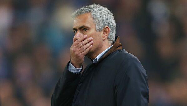Chelsea manager Jose Mourinho looks dejected - Sputnik International