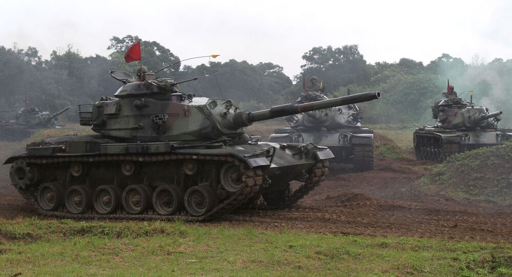 Taiwanese soldiers operate the US-made M60-A3 tanks during a military exercise in Hualien, Taiwan (File)
