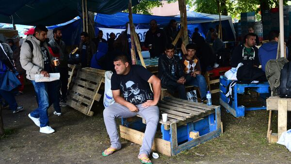 Migrants wait in a makeshift tent camp in a park in Brussels on September 9, 2015, as they wait to have their asylum claims processed - Sputnik International