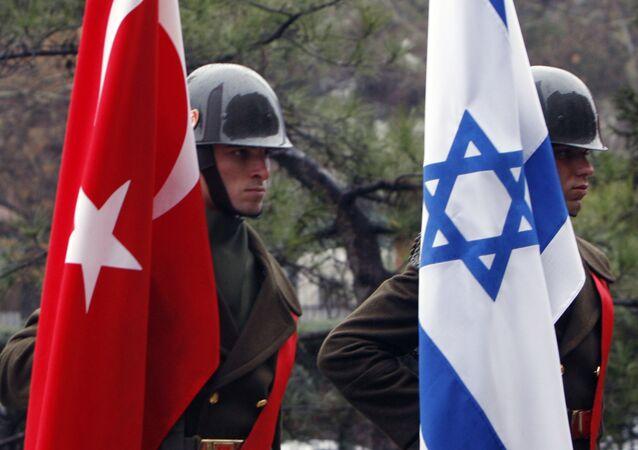 Turkish honour guard soldiers hold an Israeli, right, and Turkish flag, Ankara, Turkey (File)