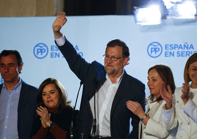 Spain's Prime Minister and People's Party (PP) candidate Mariano Rajoy waves to supporters from a balcony at the party headquarters flanked by fellow party members and his wife Elvira Fernandez (2nd R) after results were announced in Spain's general election in Madrid, Spain, December 21, 2015