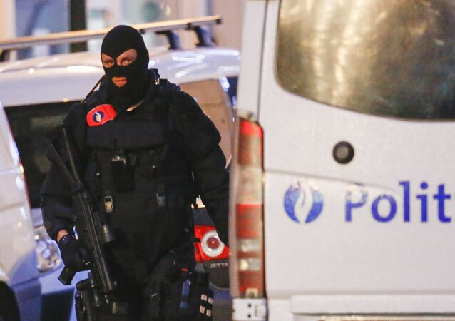 A Belgian special forces police officer patrols a street during a police raid in central Brussels, Belgium, December 20, 2015, which, according to Belgian media, is in connection with last month's deadly Paris attack
