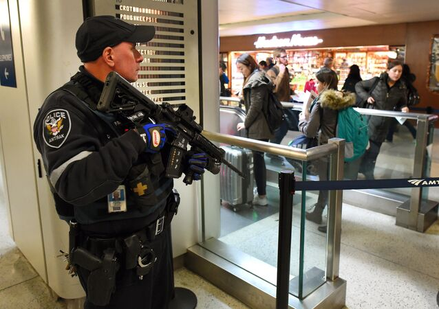 An Amtrak Police officer watches passengersas they board a train at Penn Station on November 24, 2015 in New York. After a string of terror attacks in several countries, the US government issued a worldwide travel alert warning American citizens of increased terrorist threats