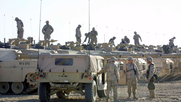 US troops are seen on top of their tanks, as others chat next to an armored vehicle (File) - Sputnik International