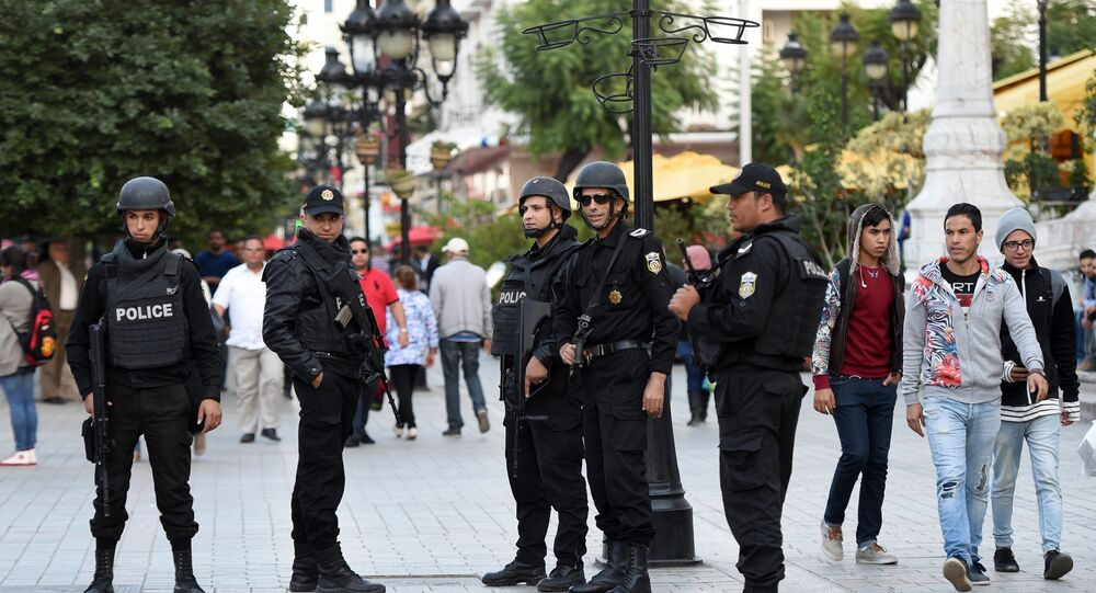 Tunisian special forces stand guard at the Habib Bourguiba Avenue in the capital Tunis on November 18, 2015.