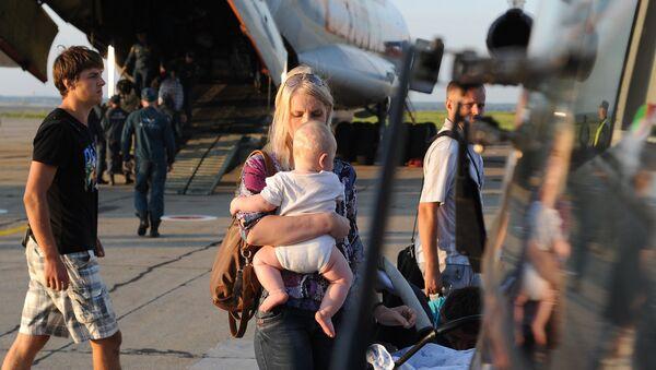 EMERCOM aircraft carrying Ukrainian refugees arrives in Chelyabinsk - Sputnik International