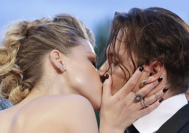 Johnny Depp and Amber Heard kiss at the premiere of the film The Danish Girl during the 72nd edition of the Venice Film Festival in Venice, Italy, Saturday, Sept. 5, 2015