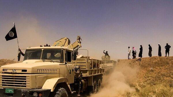 Daesh (ISIL) militants waving the trademark Jihadits flag as vehicles drive on a newly cut road through the Syrian-Iraqi border between the Iraqi Nineveh province and the Syrian town of Al-Hasakah - Sputnik International