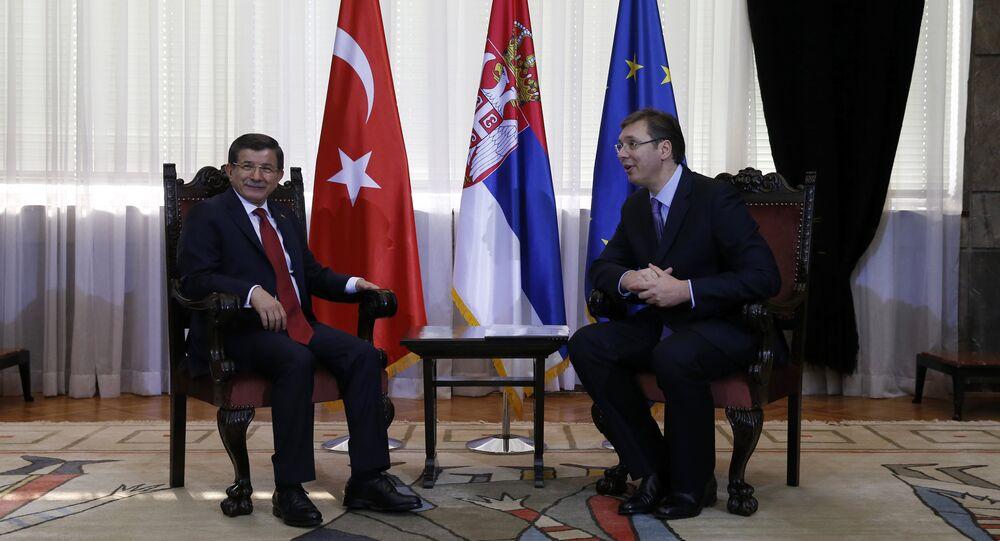 Turkey's Prime Minister Ahmet Davutoglu (L) and his Serbian counterpart Aleksandar Vucic talk during their meeting in Belgrade, Serbia