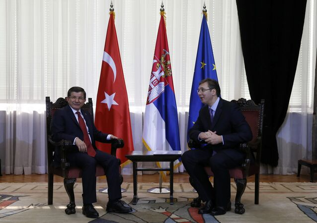 Turkey's Prime Minister Ahmet Davutoglu (L) and his Serbian counterpart Aleksandar Vucic talk during their meeting in Belgrade, Serbia