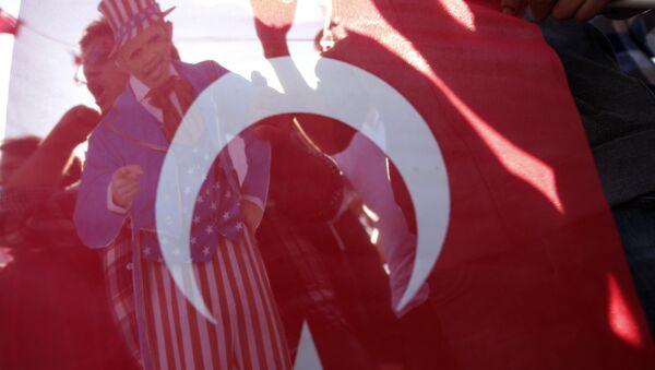 Members of Turkey Youth Union hold an effigy of U.S. President Barack Obama that is seen through a Turkish flag during a protest in Antalya, Turkey, Sunday, Nov. 15, 2015 - Sputnik International