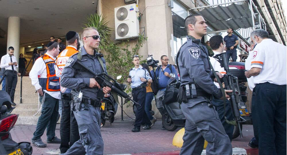 Israeli security forces patrol the surroundings of a stabbing attack in Tel Aviv on November 19, 2015