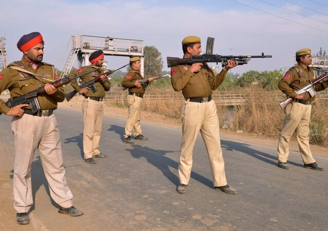 Indian police personnel stand alert outside an airforce base in Pathankot on January 2, 2016, during an ongoing attack on the base in the northern Indian state of Punjab by suspected militants