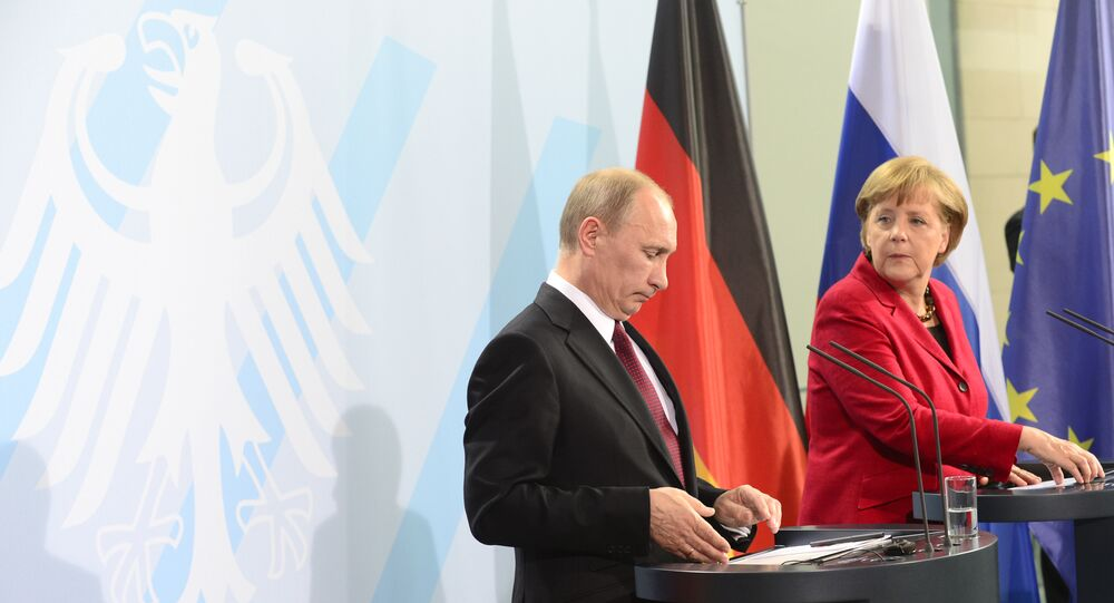 German Chancellor Angela Merkel (R) and Russian President Vladimir Putin at the Chancellery in Berlin.The main topic was the unrest in Syria, as Western powers attempt to persuade the Kremlin to drop its support for the regime of Bashir al-Assad (File)
