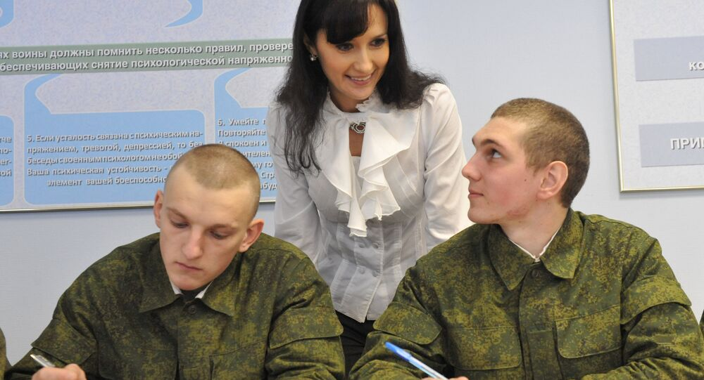 Psychologist Tatiana Yeryomenko giving a lesson to fresh recruits of the anti-aircraft brigade, Western Military District. File photo