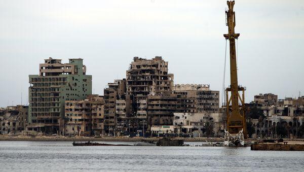 A general view shows destroyed buildings in Libya's eastern coastal city of Benghazi on October 20, 2015 - Sputnik International