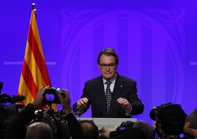 Acting regional President Artur Mas attends a press conference at the Palau Generalitat in Barcelona, Spain, Tuesday, Jan. 5, 2016.