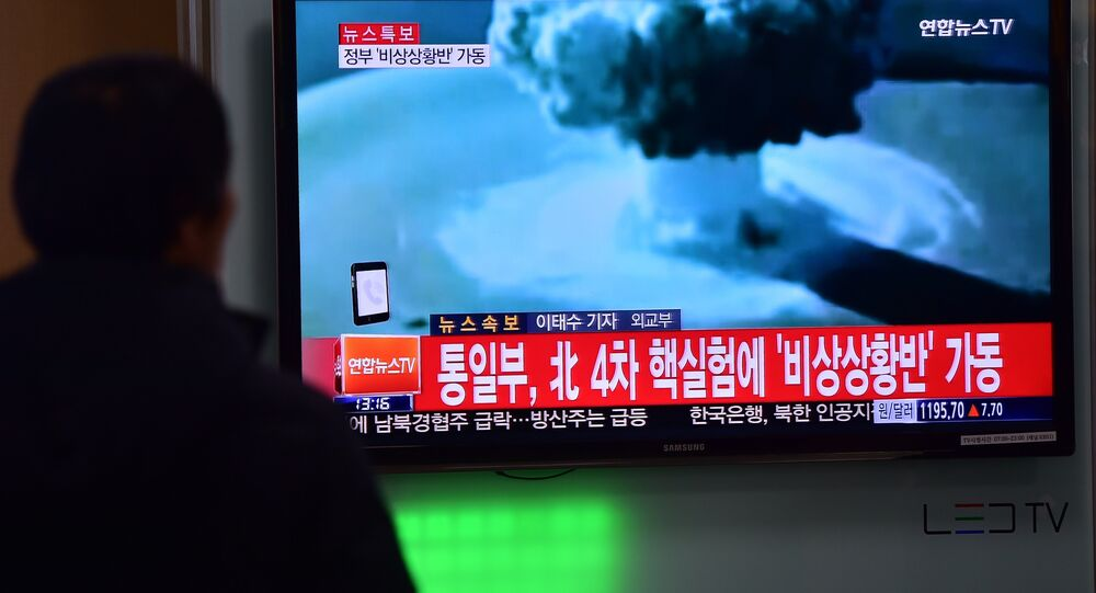 In this file phoeo people watch a news report on North Korea's first hydrogen bomb test at a railroad station in Seoul