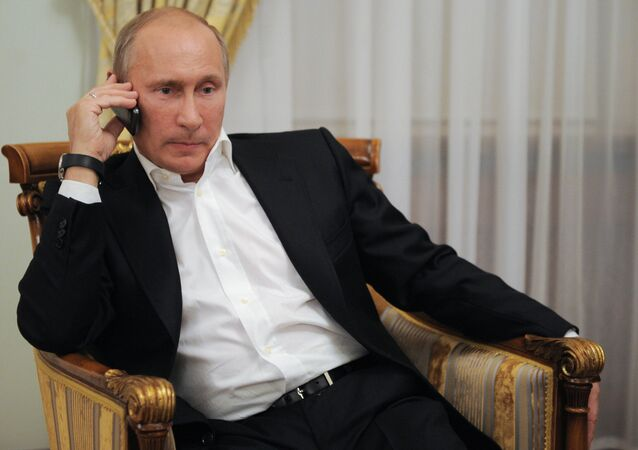 Vladimir Putin watches broadcast of Russian judo wrestlers