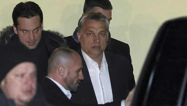 Hungarian Prime Minister Viktor Orban (C) leaves a guest house Zielona Owieczka after a meetig with Jaroslaw Kaczynski, leader of Poland's ruling Law and Justice party (PiS) in Nidzica, Poland January 6, 2016 - Sputnik International