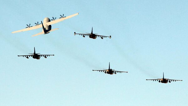 Iraqi military planes fly over the Tomb of the Unknown Soldier during the 94th Army Day parade in central Baghdad on January 6, 2015. Iraq is rebuilding its army to address weaknesses including poor leadership and training that led to Baghdad's forces being swept aside by militants, Defence Minister Khaled al-Obaidi said. - Sputnik International