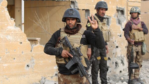 Members of Iraq's elite counter-terrorism service stand on December 27, 2015 in the Hoz neighbourhood in central Ramadi, the capital of Iraq's Anbar province, about 110 kilometers west of Baghdad, during military operations conducted by Iraqi pro-government forces against the Islamic State (IS) jihadist group - Sputnik International