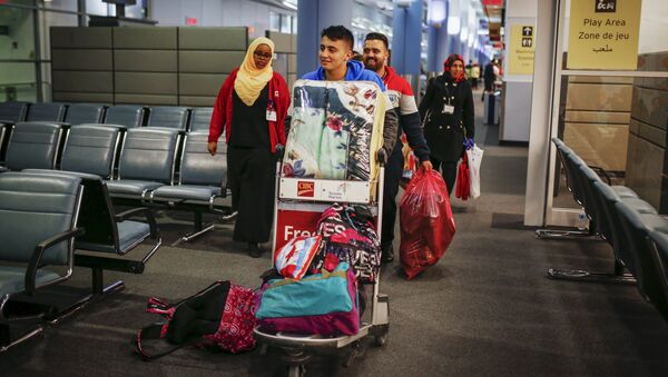 Syrian refugees arrive at the Pearson Toronto International Airport in Mississauga, Ontario - Sputnik International