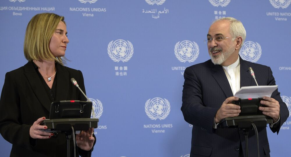 Iranian Foreign Minister Mohammad Javad Zarif (R) and EU foreign policy chief Federica Mogherini hold a press conference in Vienna on January 16, 2016.