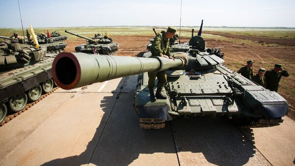 Tank crews of the Southern Military District preparing for the tank biathlon competition at the Prudboi range in the Volgograd Region - Sputnik International