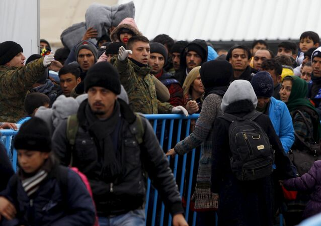 Migrants try to get on a train to Serbia at a transit camp on the Macedonia-Greece border near Gevgelija January 6, 2016