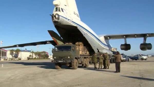 Humanitarian cargo loaded into a transport aircraft for the city of Deir ez-Zor - Sputnik International