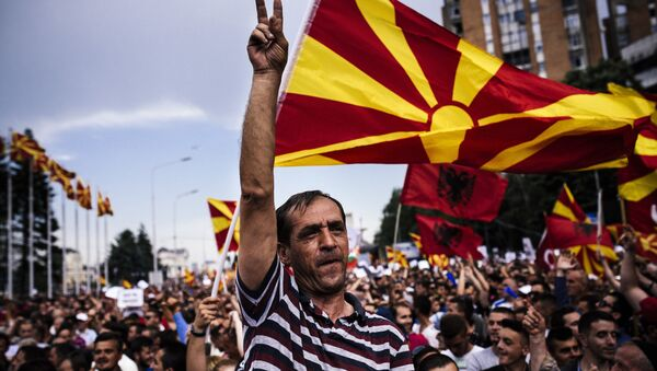 A man flahes the V-sign for victory during an anti-government protest in downtown Skopje on May 17, 2015 - Sputnik International