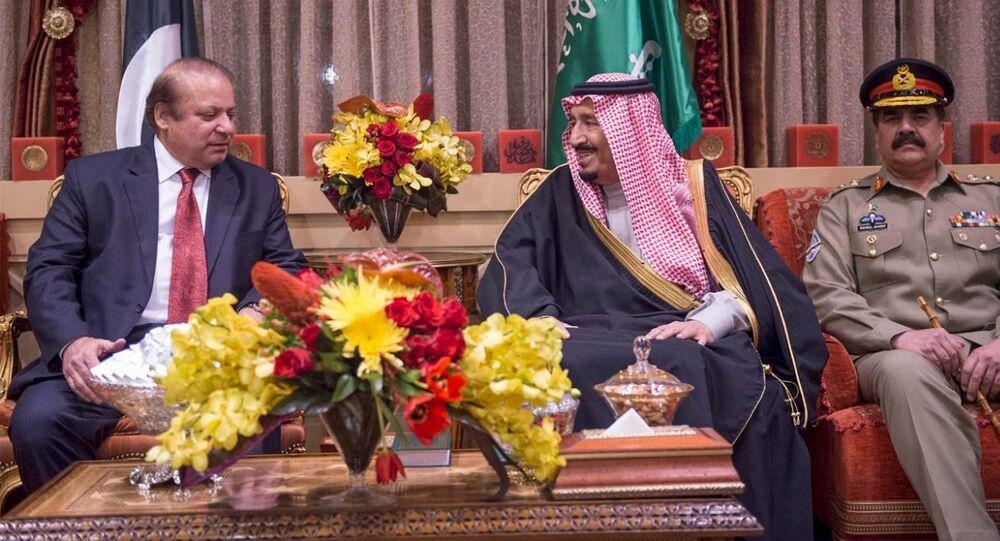 Saudi King Salman (C) meets Pakistani Prime Minister Nawaz Sharif (L) in Riyadh, Saudi Arabia January 18, 2016 in this handout photo provided by Saudi Press Agency