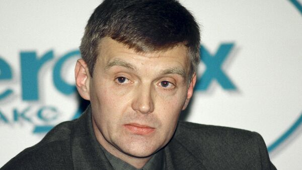 Alexander Litvinenko, then an officer of Russia's state security service FSB, attends a news conference in Moscow in this November 17, 1998 file picture - Sputnik International