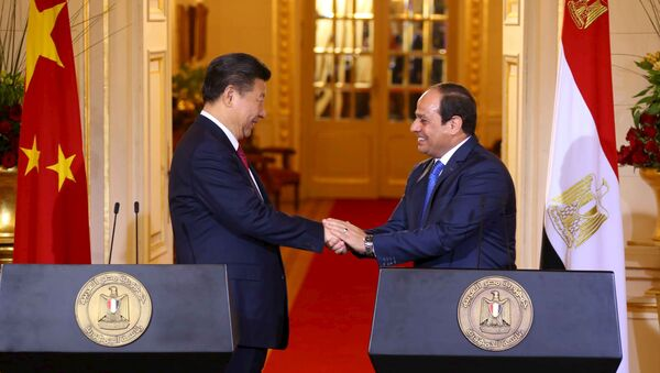 Egyptian President Abdel Fattah al-Sisi (R) and Chinese President Xi Jinping (L) shake hands after their joint press conference following their meeting in Cairo, Egypt, January 21, 2016, in this handout courtesy of the Egyptian Presidency. Picture taken January 21, 2016 - Sputnik International