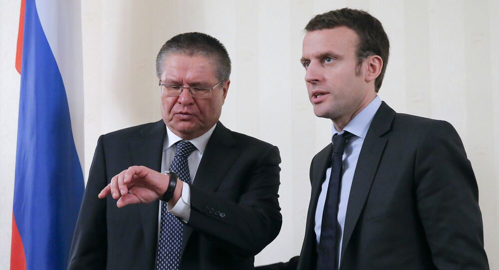 Russian Economy Minister Alexei Ulyukayev (L) and his French counterpart Emmanuel Macron attend a meeting with the media after a session of the Russian-French Council for economic, financial, industrial and trade issues in Moscow, Russia, January 25, 2016
