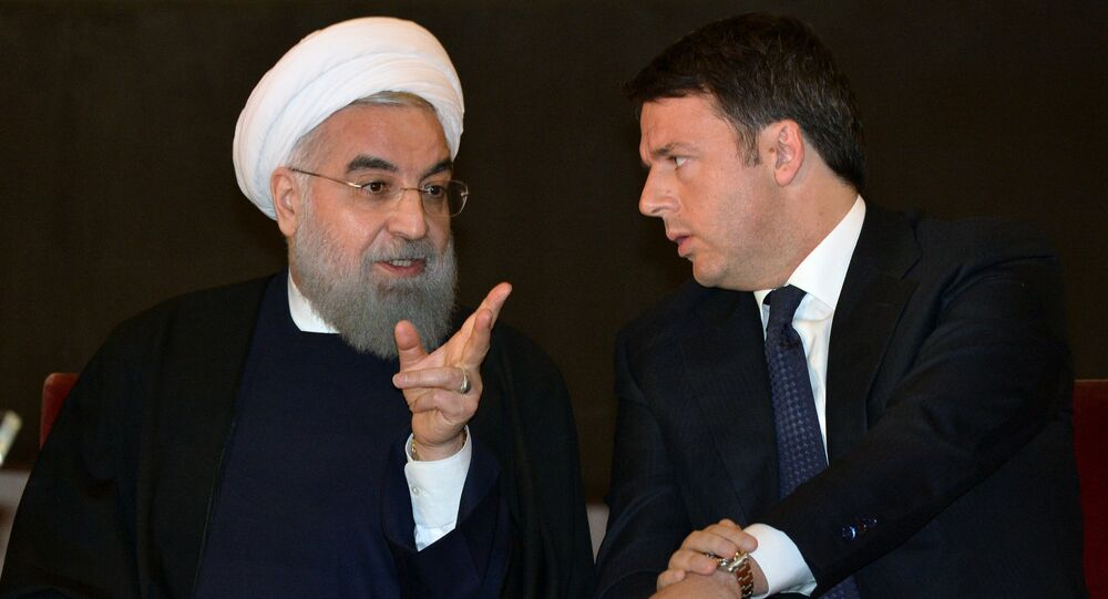 Iranian President Hassan Rouhani (L) speaks with Italian Prime Minister Matteo Renzi at the Capitol Hill in Rome on January 25, 2016