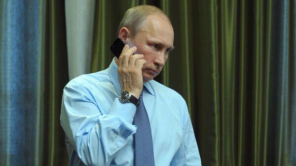 President Vladimir Putin talks over the phone - Sputnik International