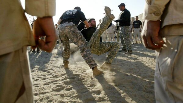 Iraqi Army Scorpions Forces personnel (C) are trained in hand-to-hand combat by US military personnel in Hilla, 120 kms south of Baghdad - Sputnik International