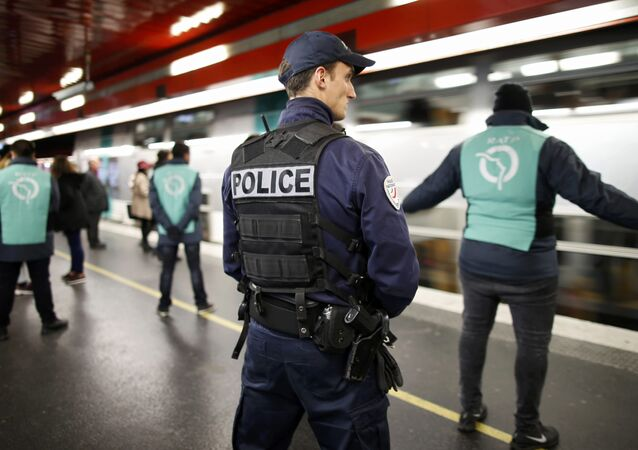 As more and more French youth are getting hooked on various conspiracy theories, the French Ministry of Education plans to organize a special meeting and bring together 300 teachers, researchers, psychologists and students, Le Figaro reported.